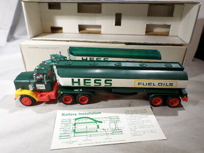 1977 Hess Truck Oil Tanker Red Switch BOXED with Battery Card and Bottom Insert