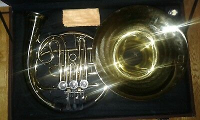 Magnificent B Flat French Horn/ Brilliant Sound!/ Comes with Case and Cloth!