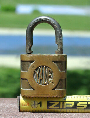 THE YALE & TOWNE MFG. CO. / MADE IN USA - Brass Lock w/ Key!