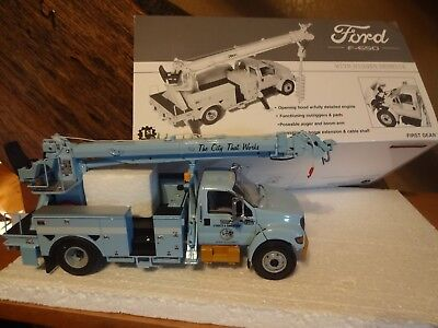 """First Gear-"""" CITY OF CHICAGO """" Ford F-650 With Digger Derrick 1:34 #19-3140"""