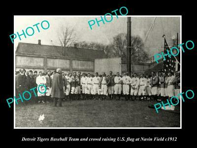 OLD LARGE HISTORIC PHOTO OF DETROIT TIGERS BASEBALL TEAM RAISING US FLAG c1912