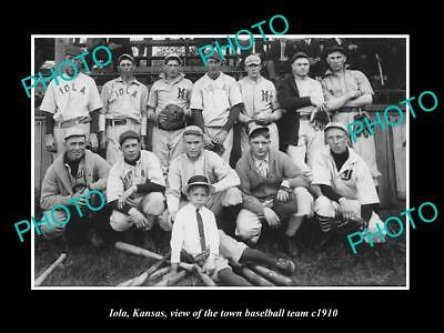 OLD LARGE HISTORIC PHOTO OF IOLA KANSAS, VIEW OF THE BASEBALL TEAM c1910