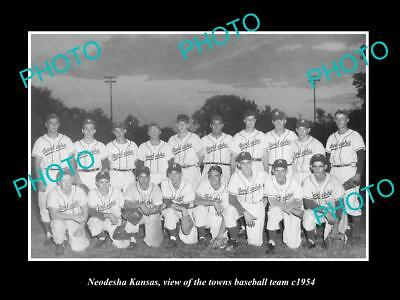 OLD LARGE HISTORIC PHOTO OF NEODESHA KANSAS, THE TOWN BASEBALL TEAM c1954