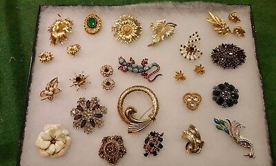 Costume jewelry brooches pins lot unmarked. 21 Pins