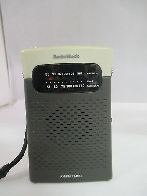 Vintage Radio Shack Hand Held Am/fm Transistor Pocket Radio, 864-Q