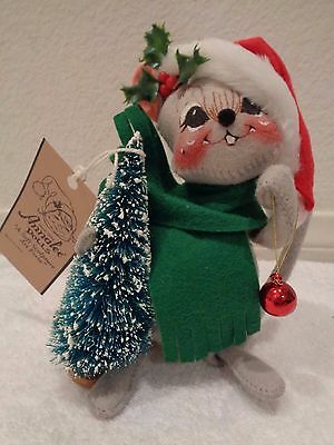 """Annalee Dolls 7"""" finishing touch mouse holding tree #771700 NH-EUC"""