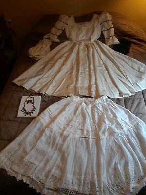 Victorian Gown With Accessories
