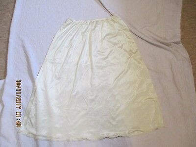 Ivory A-line Nylon Half Slip Size Large 30 Inches #11-711 Vanity Fair