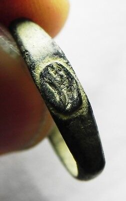 ZURQIEH -as6509- ANCIENT HOLY LAND, ROMAN BRONZE RING. 200 - 300 A.D