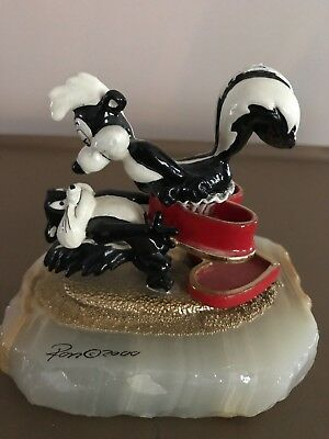 Pepe Le Pew And Penelope Ron Lee Valentine Heart On Onyx Base Limited Edition