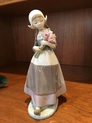 Lladro 5065 Dutch Girl With Flowers 10""