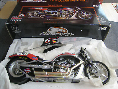Ertl Screaming Eagle NHRA Pro Stock Harley Davidson, Limited Edition, 1:9, OVP