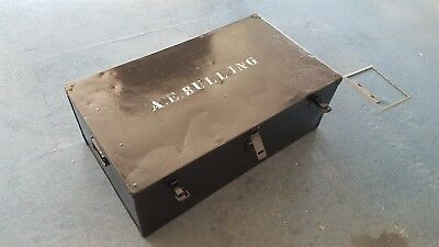 vintage metal storage trunk (collect London E14 or Sidcup DA15)