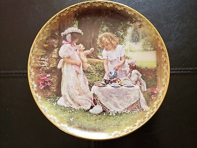 """Sandra Kuck """"A Cup Full of Love"""" 4th Issue in """"Sister's Love Forever"""" Plate"""