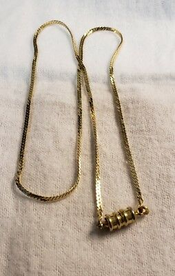 """14K Solid Gold Neckless... 7+ Grams...  18"""" Long...  Magnetic Clasp.. Beautiful"""