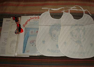 VINTAGE 1977-Raggedy Ann & Andy,Embroidery Bibs Kit/NEW