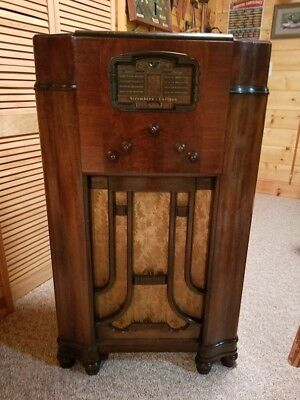 Stromberg-Carlson Acoustical Labyrinth Antique Radio