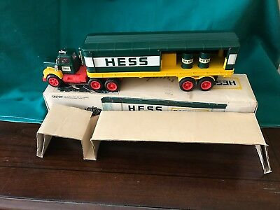 """1976 Hess """"toy Box Trailer Truck"""" """"new In Box With Inserts & (2) Barrels"""""""
