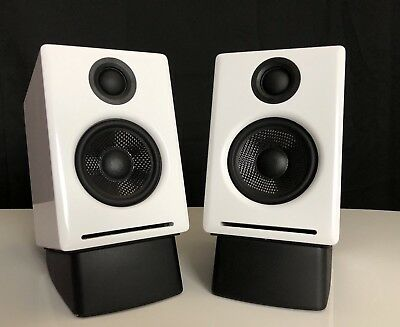 Audioengine A2+ White (Pr.) w/ DS1 desktop stands - 2-way Powered Speaker System