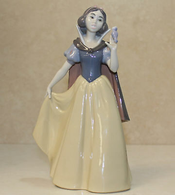 "Lladro Figurine, 7555 Snow White, 9.5""H - $755 V  NO BOX"