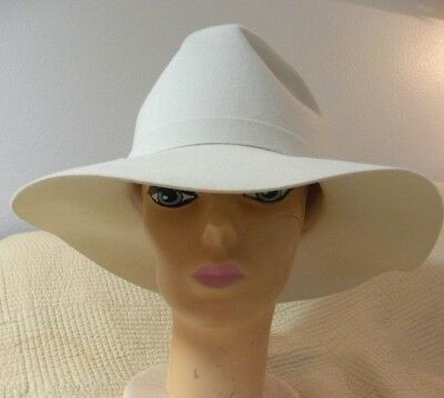 "VTG WOMENS WHITE FELT HAT ""LILLI"" of  CALIFORNIA SOFT COMFORTABLE"