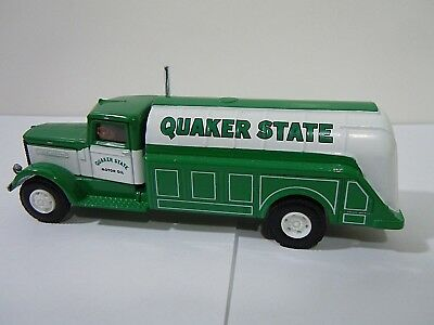 Hartoy  Peterbuilt Quaker State Delivery Truck 1/64 - American Highway Legends