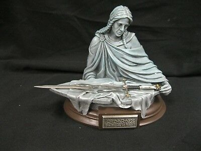 United Cutlery LOTR The Shards of Narsil 1/5 Scale Hand-Painted Statue NIB