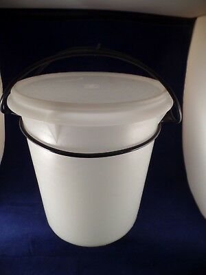 """Vintage Tupperware 9 Quart """"jumbo"""" Canister With Cariolier #255 Ships Free!"""