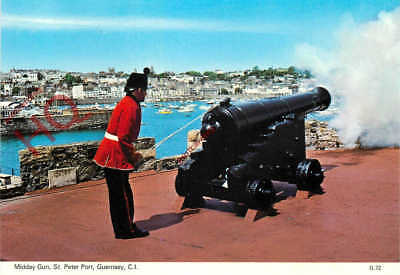 Picture Postcard:-Guernsey, St. Peter Port, Midday Gun (Cannon)