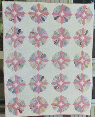 """Antique """"Dresden Plate"""" Quilt, Solid Pink and Feed Sack Prints, #18305"""
