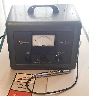 NUCLEAR CHICAGO MODEL 1613A CLASSMASTER RATEMETER/GEIGER COUNTER W/ Probe/manual