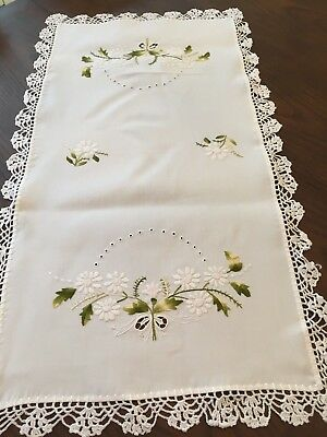 Vintage Dresser Scarf - Table Runner Crocheted Trim w/ DAISIES AND BOWS