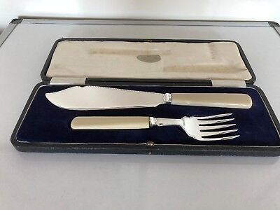 Lovely Cased Silver Plated Set Of Fish Servers C/w Ivorine Handles (Fss 11E)