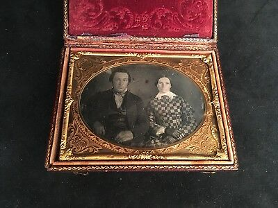 1/4 PLATE DAGUERREOTYPE CLEAR IMAGE of HUSBAND & WIFE, FULL CASE