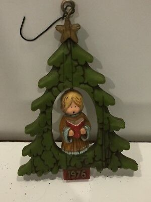 Hallmark 1976 Angel in Tree Caroling Twirl-About Christmas Ornament Trimmer