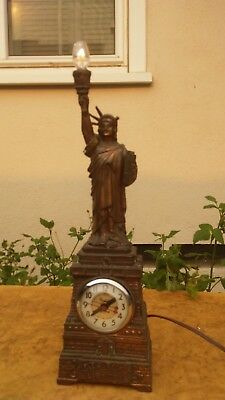Vintage  STATUE OF LIBERTY UNITED SELF STARTING CLOCK