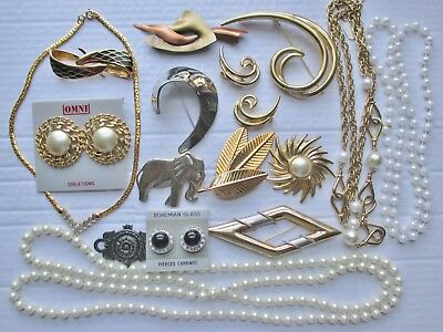 16 pc. Lot of Vintage Retro Jewelry Brooches Earrings Necklaces Elephant Star