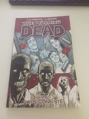 The Walking Dead: v. 1: Days Gone Bye by Robert Kirkman (graphic comicPaperback)