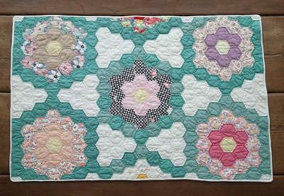 Beautiful! Vintage Cottage Green & White Flower Garden Table or Crib QUILT 29x19