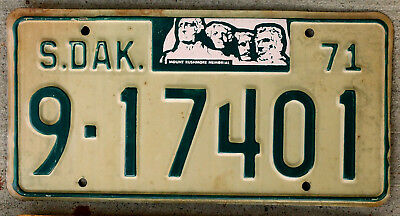 1971 Green on White South Dakota License Plate with a Striking Mount Rushmore
