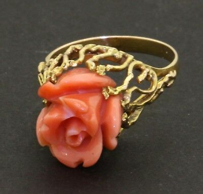 Vintage 18k yellow gold carved pink coral flower cocktail ring size 6.5