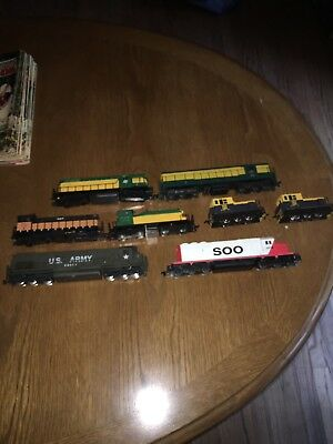 Model Power HO Scale Lot Of 6 Locomotives- Along With Two Dummy Locomotives