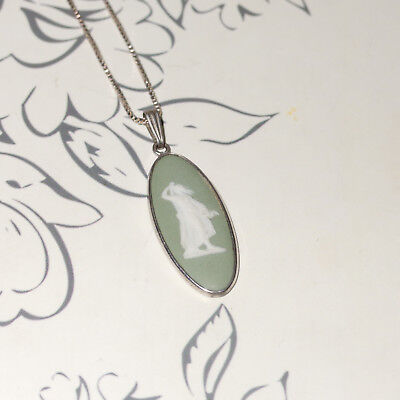 Wedgwood Green Cameo Pendant Necklace made in England B74 *looking to sea cameo