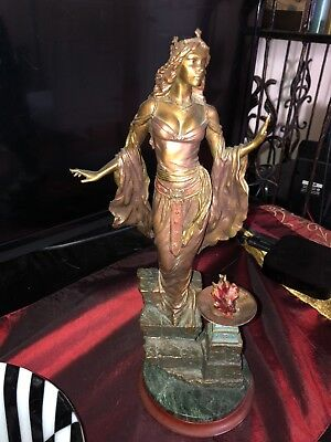 Queen Guinevere Franklin Mint Collectors Quality condition