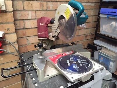 Makita Mitre Saw. In excelent condition. New blade & 2 replacements included.