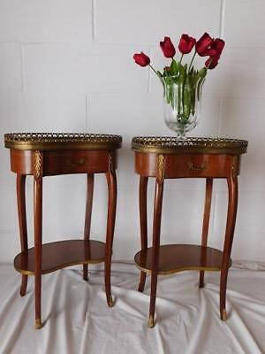 A GOOD PAIR OF 20th CENTURY FRENCH ANTIQUE BEDSIDE OR SIDE TABLES