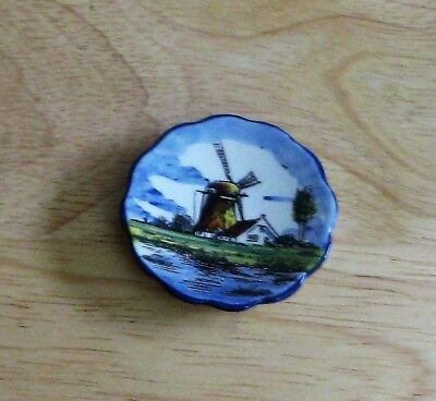 pretty Delft hand painted tiny dish with display stand Nederland Holland