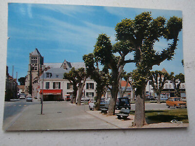 carte postale Oise CHAMBLY....place Charles de Gaulle ...années 70