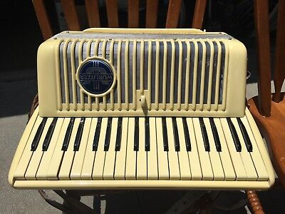 1950S Vintage Wurlitzer Piano Accordion 39 Keys 120 Buttons With Case + Straps