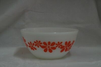 Vintage Pyrex Agee Australia Mixing Bowl 8 in Daisy Chain